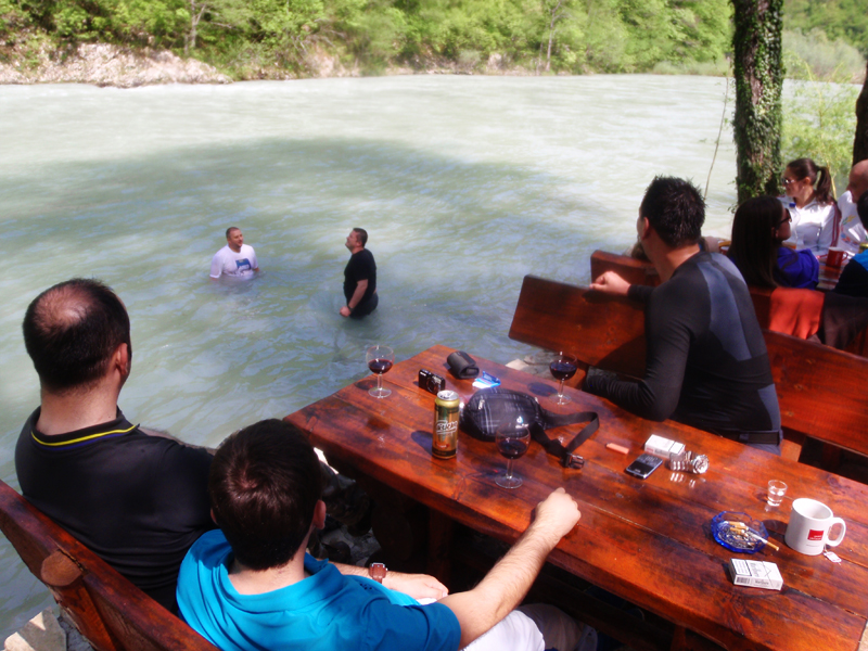 Atmosphere of the rafting camp Encijan 2